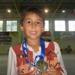 Kevin mostra la medaglia d'oro conquistata al Campionato Italiano Aics di Misano nel 2010